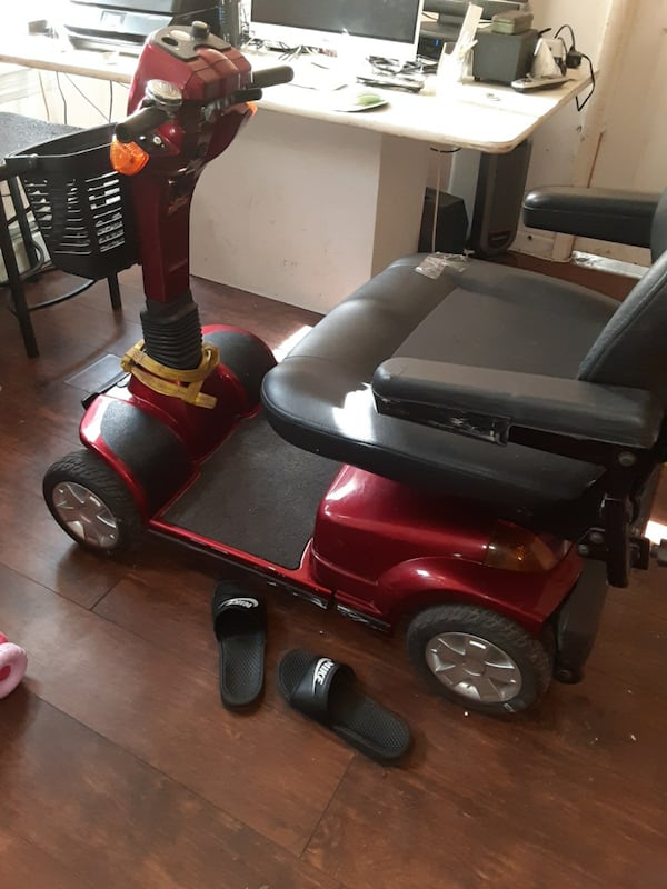 4-Wheel Scooter with Extra Large Seat  be640f40-9537-48ac-8d53-ec7890ae4112