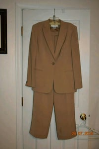 Womens suit Jones New York size 12 Harpers Ferry, 25425