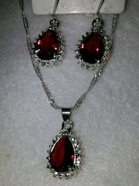 This is a new  Very elegant Ruby set 888 mi
