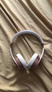 beats solo 3 with charger Menifee, 92584