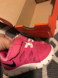 Toddler's nike shoes