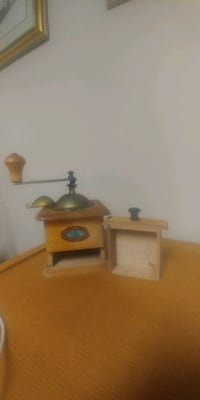 Rare coffee grinder St. Catharines, L2S 3R6