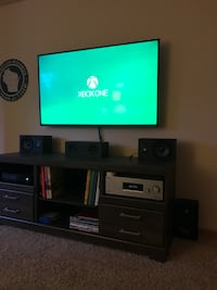 Xbox One w/ 2 controllers & games Milwaukee, 53202