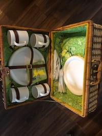 Picnic Basket -new  serves 4