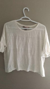 white scoop-neck shirt Calgary, T3K 0J8