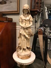 Antique Large Statue Woman Farmer Praying With Stand - Highly Detailed Muttontown, 11791