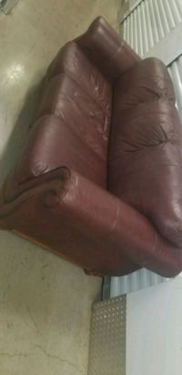 Leather Couch  520 mi