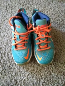 Kids shoes used 12c