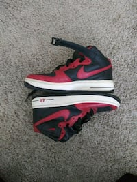 Black nd red high tops sneakers Concord, 28027