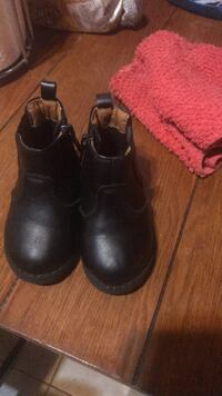 Pair of black leather boots Hampton, 23661