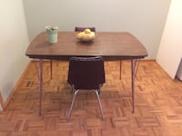 Kitchen table with 2 chairs Kelowna, V1P 1B6