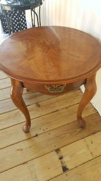 Wooden end table 810 mi