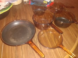 Brown tinted glass cookware
