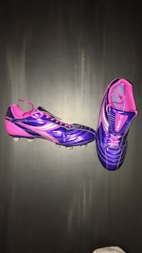 Lightly used Diadora cleats size 7.5 women's  Coquitlam, V3C 3L3