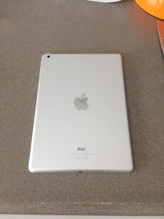 White iPad Pro 16GB 9.7 inch works great willing to negotiate price
