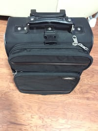 Black soft shell luggage bag/suitcase in great condition  Toronto, M1J 3K2
