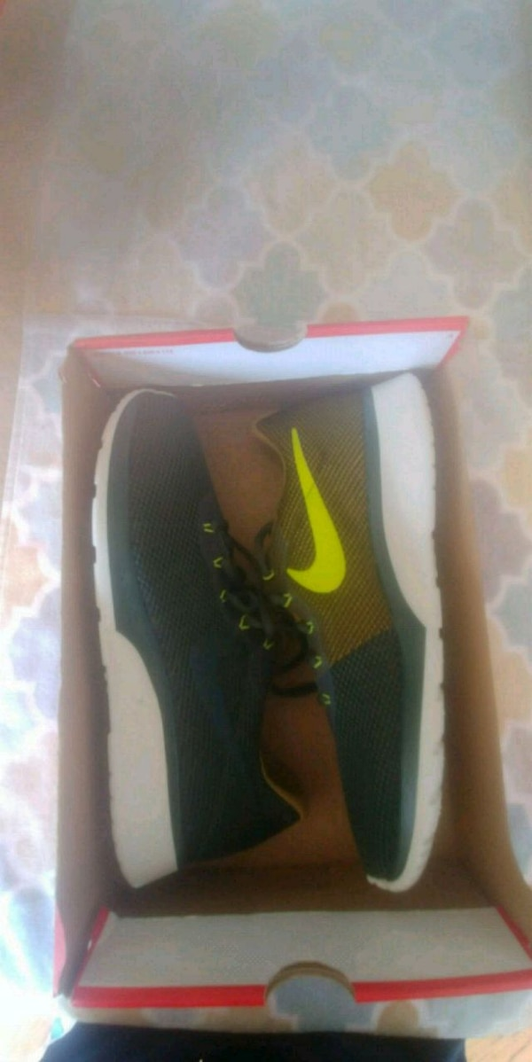 New Nikes size 11 8f2c8a42-b571-4439-a422-be79950cfc01