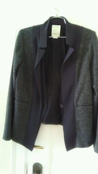 black & gray suit jacket