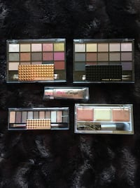 Eyeshadow palettes /highlighter and brush Toronto, M1L 2K1