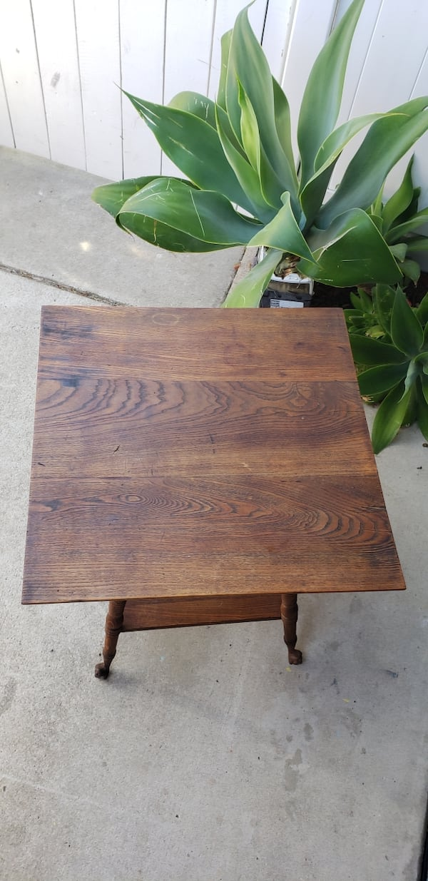Antique ball and claw foot parlor oak table. 1900s-1930s collectible 8c40f0bd-d7b8-4511-9623-1f5c1c2270cd
