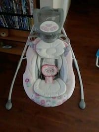 baby's white and gray cradle n swing New Port Richey, 34653