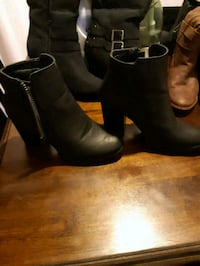 pair of black leather chunky heeled boots Edmonton, T6X 1A4