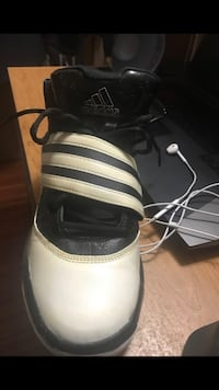 adidas men shoe Size 9.5