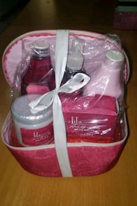 Lila Grace pink Lily vanilla 5 piece gift set with gift bag