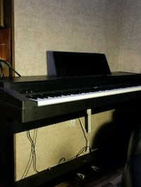 black electronic keyboard, with memory and instume Willis, 77378