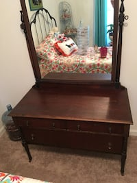 Antique dresser in good shape must pick up Harpers Ferry, 25425