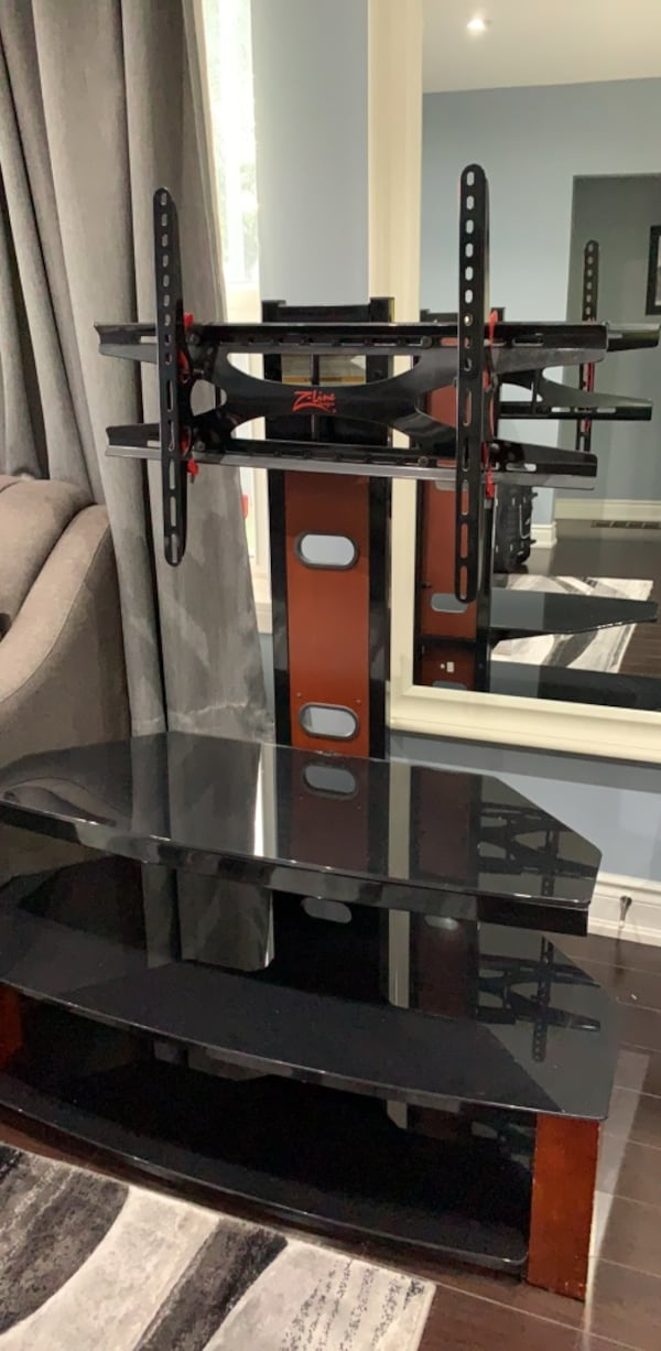 Glass TV stand with mount d50ba25c-9687-4e1a-af2c-d4e526b93bfd