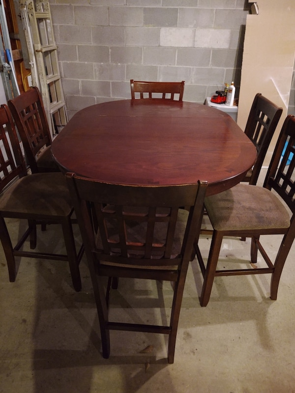 Table with six chairs 3ee49148-2d97-4acb-acd2-093516f7f991