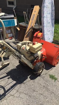 vintage 70s ariens snowblower.   Runs good. Electric start Hamilton, L8V 3J8