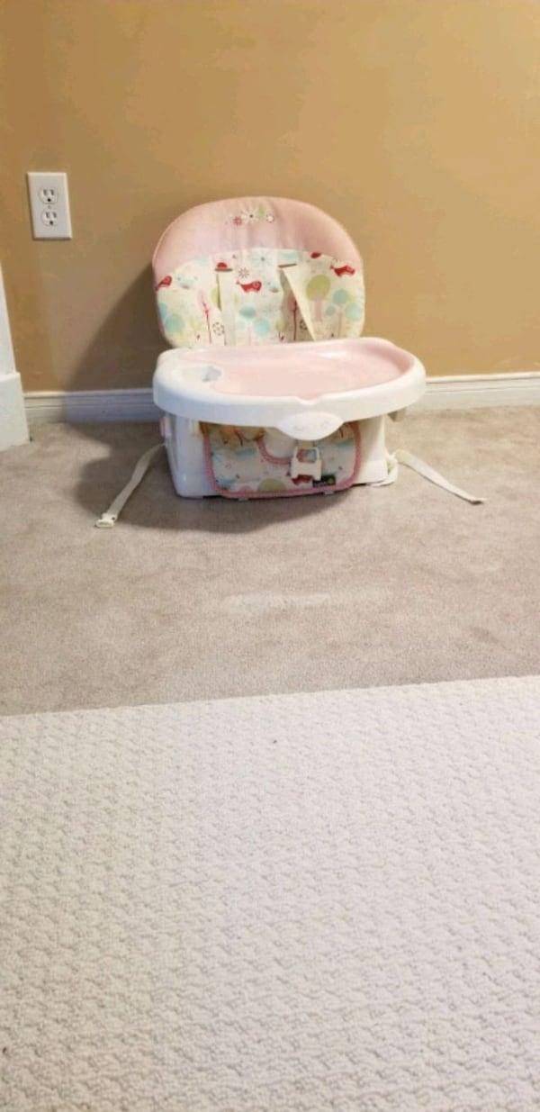 white and green floral high chair 15b801e7-4d17-4132-bd36-abfcfe3a0d15