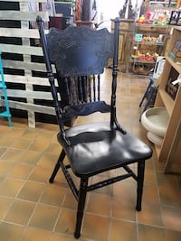 Black chair $40 plus tax Spring Hill, 37174