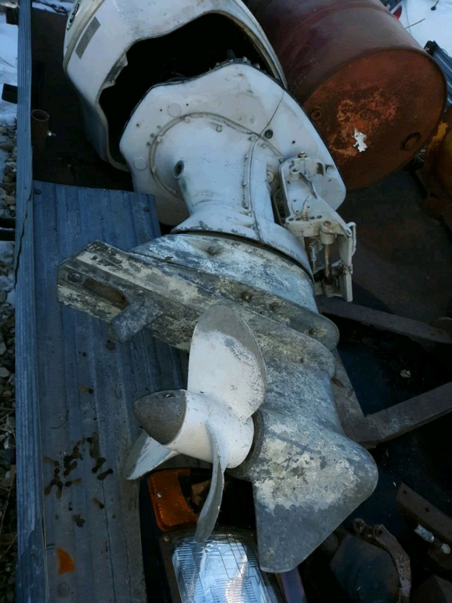 Photo For sale johnson 100 hp boat motor for parts ... $100 or make offer