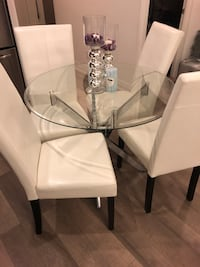 Dining table with 4 leather chairs Toronto, M4Y 0A3