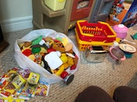 Play food and plates/pots/etc Waterdown, L9H