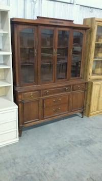 Large dark brown cupboard Welland, L3B 5K8