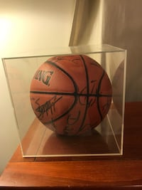 Authentic ball from 1997 signed by Atlanta Hawks Dunn Loring, 22027