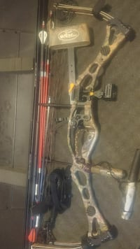 real-tree print and black compound bow Polk, 16342
