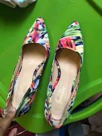 pair of multicolored floral pointed-toe pumps Hyattsville, 20783