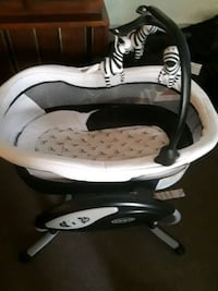 white and black Graco cradle n swing New Port Richey, 34653
