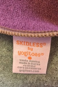Manduka Yogietoes skidless yoga towel
