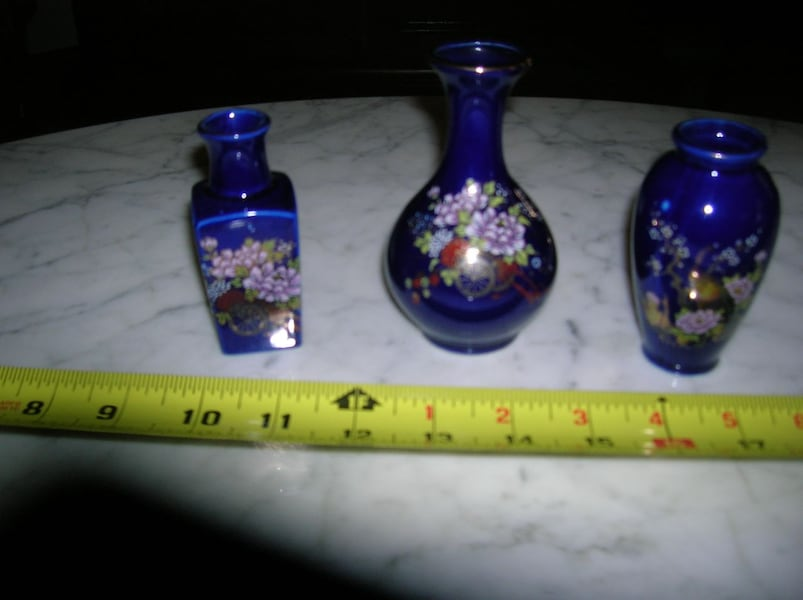 3 Collectibles from Kutani: Pitcher and 2 Vases 3b269aa6-e4bf-45c2-a52f-9b50307343bd