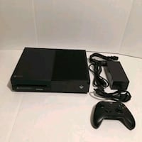 Xbox one bundle w games and extras  Hamilton, L8P 3L9