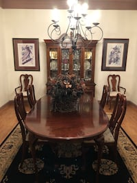 Gorgeous dining room set with hutch Leesburg, 20176