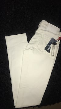 Woman's Mid Rise Straight (True Religion) Jeans Toronto, M6A 2T9
