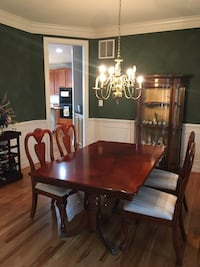 Dining room table with 6 chairs, includes expansion leaf, and pads to protect table top Herndon, 20171