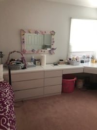 White bedroom set and bed. Does not include anything on the bedroom set Manalapan, 07726